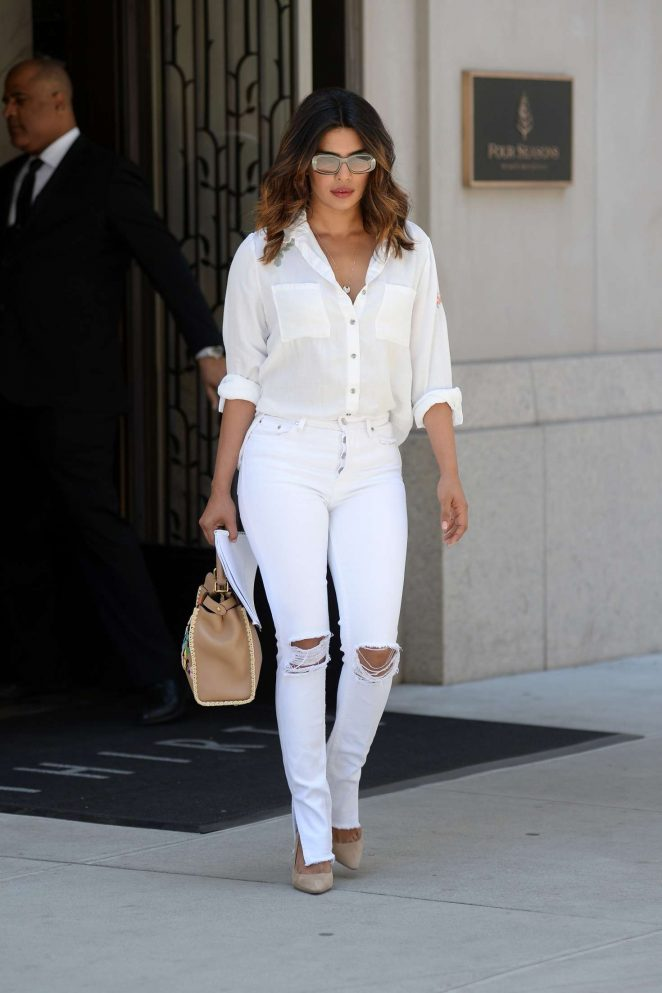 white_jeans_outfit_ideas